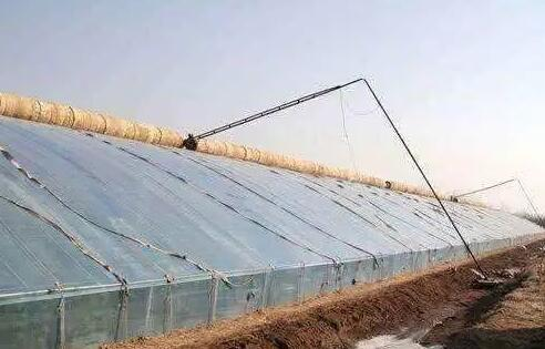 How to keep warm in winter greenhouse
